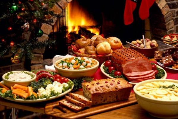 karácsonyi asztal édességek